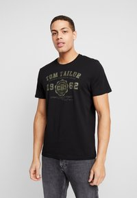 TOM TAILOR - 2 PACK - T-shirt con stampa - black - 1
