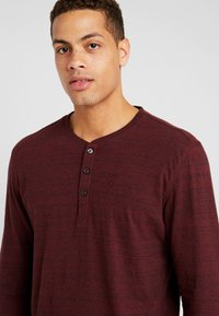 TOM TAILOR - HENLEY WITH EMBRO AT CHEST - Long sleeved top - dark red - 4