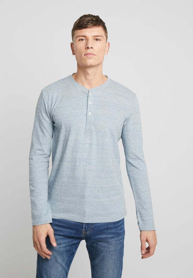 HENLEY WITH EMBRO AT CHEST - Longsleeve - offwhite/ melange blue