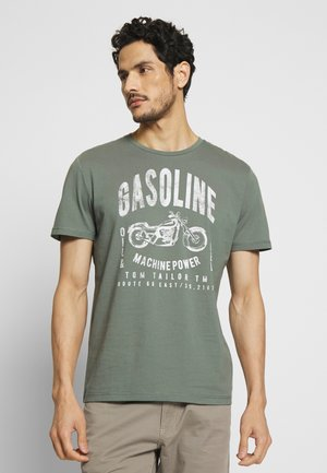 GASOLINE - T-shirt print - pale bark green
