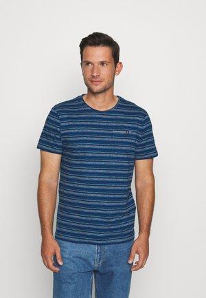MULTICOLOURED STRIPE T-SHIRT - T-shirt z nadrukiem - blue teal multi fine stripe