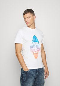 TOM TAILOR - TEE WITH COLOR PRINT - Print T-shirt - off white - 0