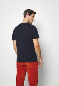 TOM TAILOR - TEE WITH COLOR PRINT - T-shirts med print - sky captain blue - 2