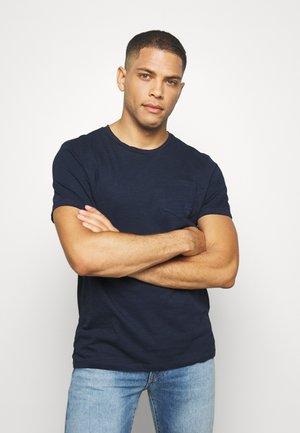 WITH POCKET - Basic T-shirt - sky captain blue