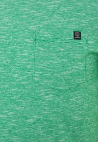 TOM TAILOR - WITH CHEST POCKET - Basic T-shirt - green - 2