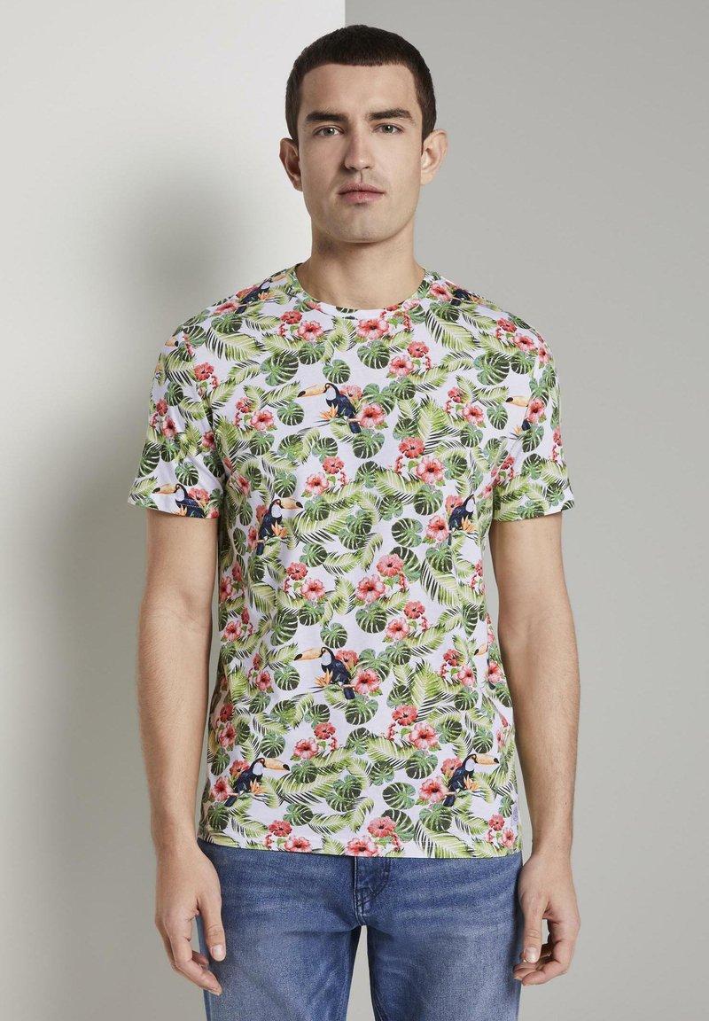 TOM TAILOR - TOM TAILOR T-SHIRT T-SHIRT MIT TROPISCHEM ALLOVER-PRINT - T-shirt print - white