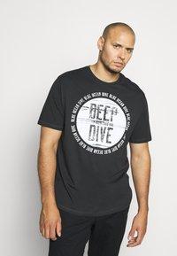 TOM TAILOR - Print T-shirt - phanton dark grey - 0