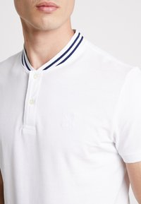 TOM TAILOR - BASEBALL COLLAR - Jednoduché triko - white - 4