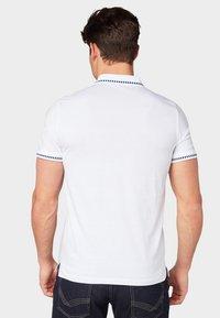 TOM TAILOR - MIT STICKERE - Poloshirts - white - 2
