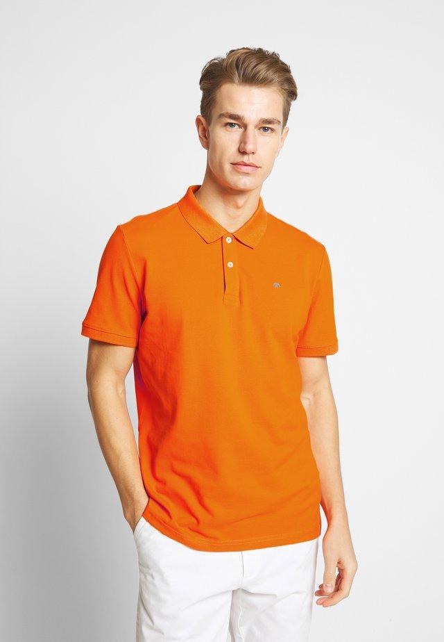 BASIC WITH CONTRAST - Polo - exuberance orange/yellow