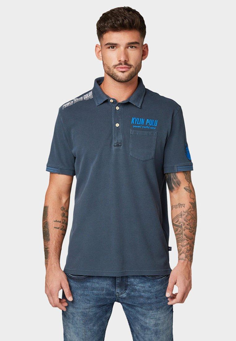 TOM TAILOR - MIT STICKEREI - Polo shirt - sky captain blue