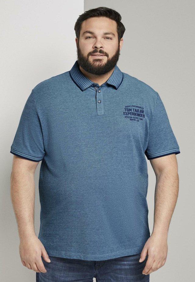 MIT LOGO-STICKEREI - Polo shirt - teal twotone structure