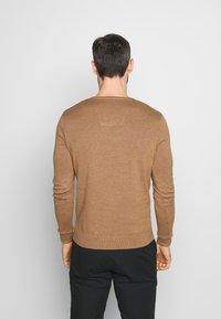 TOM TAILOR - BASIC V NECK  - Strikkegenser - havana brown melange/brown - 2