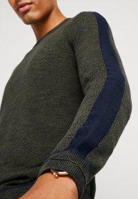 TOM TAILOR - FINE STRUCTURED CREW NECK - Pullover - olive drap navy mouline - 3