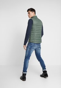 TOM TAILOR - LIGHT WEIGHT VEST - Waistcoat - dark thyme green - 2
