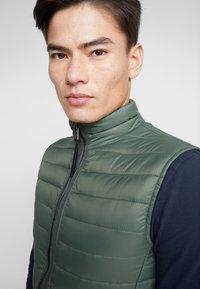 TOM TAILOR - LIGHT WEIGHT VEST - Waistcoat - dark thyme green - 6