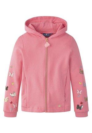 STRICK & SWEATSHIRTS SWEATJACKE MIT SCHMETTERLING-VERZIERUNGEN - Hoodie met rits - pink carnation|rose