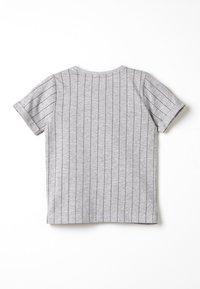 TOM TAILOR - STRIPED - Camiseta estampada - drizzle melange - 1