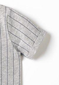 TOM TAILOR - STRIPED - Camiseta estampada - drizzle melange - 2