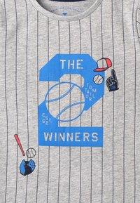 TOM TAILOR - STRIPED - Camiseta estampada - drizzle melange - 4