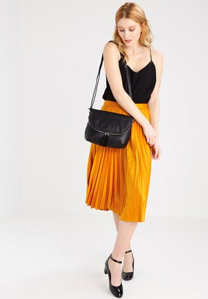 LARI - Across body bag - black