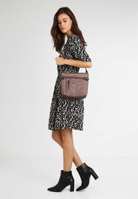 TOM TAILOR - JUNA CROSS BAG - Skuldertasker - rose - 1