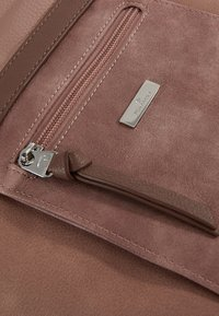 TOM TAILOR - JUNA CROSS BAG - Skuldertasker - rose