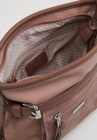 TOM TAILOR - JUNA CROSS BAG - Skuldertasker - rose - 4