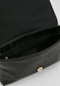 TOM TAILOR - LUNA FALL FLAPBAG - Schoudertas - black - 4