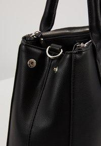 TOM TAILOR - ROMA - Håndtasker - black - 6