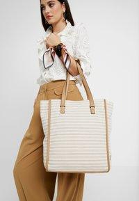 TOM TAILOR - TORINO - Shoppingveske - beige - 1