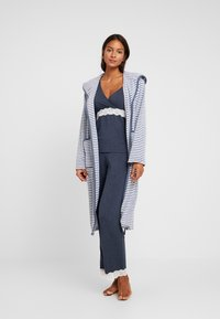 TOM TAILOR - STRIPE BATHROBE - Dressing gown - jeans blue - 1
