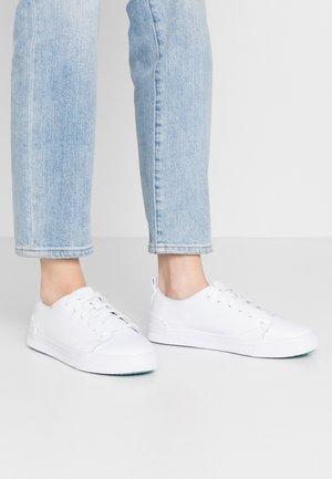 TRVL LITE - Zapatillas - white