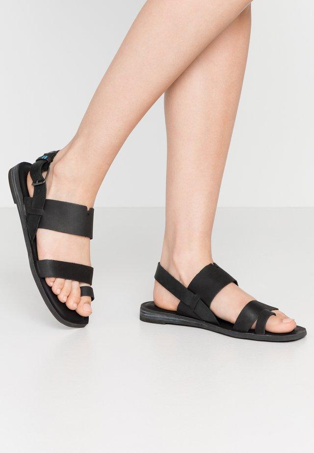 FREYA - Sandály s odděleným palcem - black