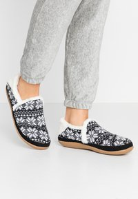 TOMS - INDIA - Pantuflas - black - 0