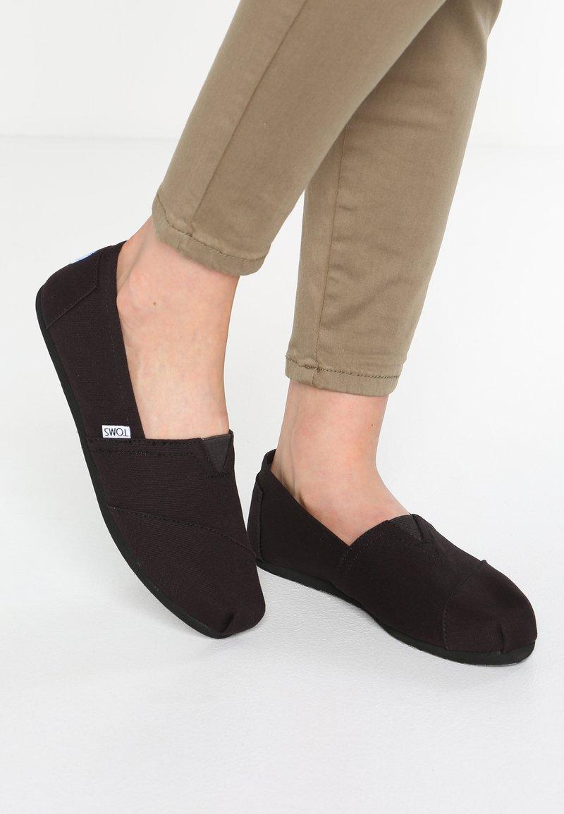 TOMS - Nazouvací boty - black