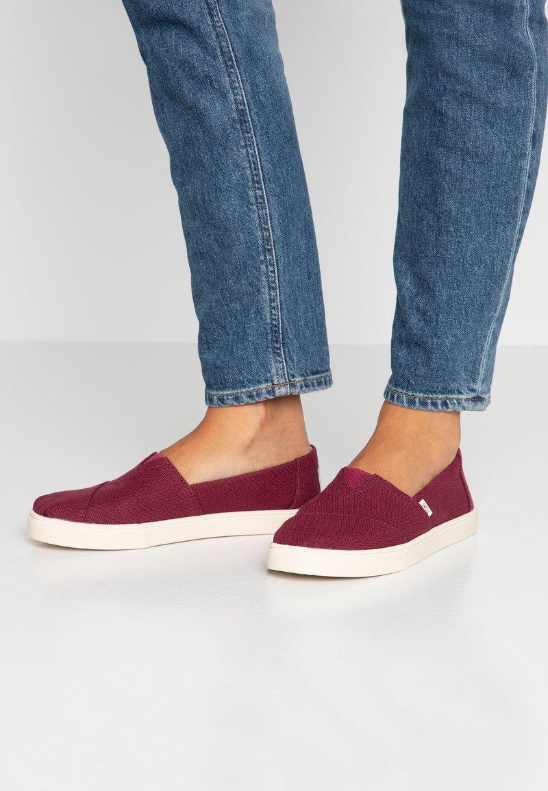 TOMS - ALPARGATA - Nazouvací boty - burgundy