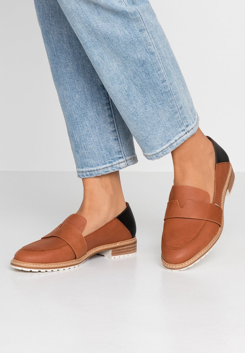 TOMS - MALLORY - Slipper - brown