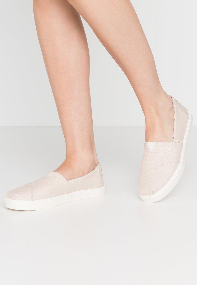 Nazouvací boty - natural