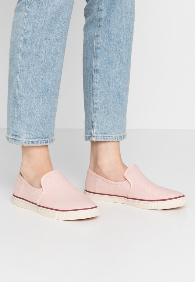 CLEMENTE - Slip-ons - pink