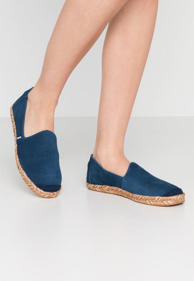 PISMO - Espadryle - blue
