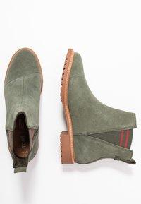 TOMS - CLEO - Korte laarzen - olive - 3