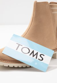 TOMS - CLEO - Botines bajos - tan - 7