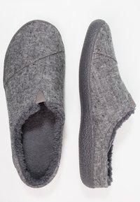 TOMS - BERKELEY - Domácí obuv - grey - 1