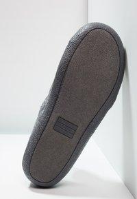 TOMS - BERKELEY - Domácí obuv - grey - 4