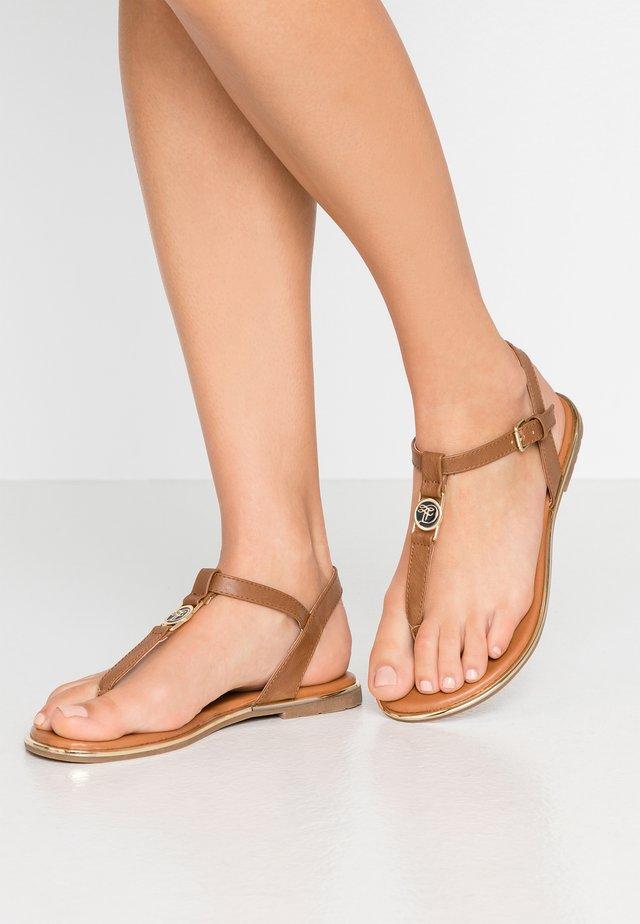 Sandály s odděleným palcem - camel