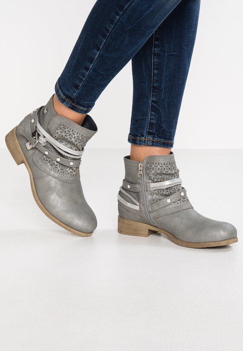 TOM TAILOR DENIM - Botines camperos - grey metallic