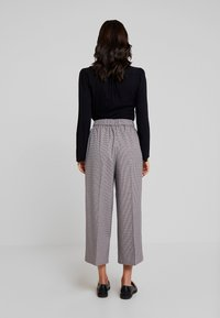 TOM TAILOR DENIM - CHECKED CULOTTE PANTS - Kalhoty - beige/brown - 2