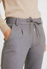 TOM TAILOR DENIM - KNITTED TRACK PANTS - Broek - mid grey melange - 5