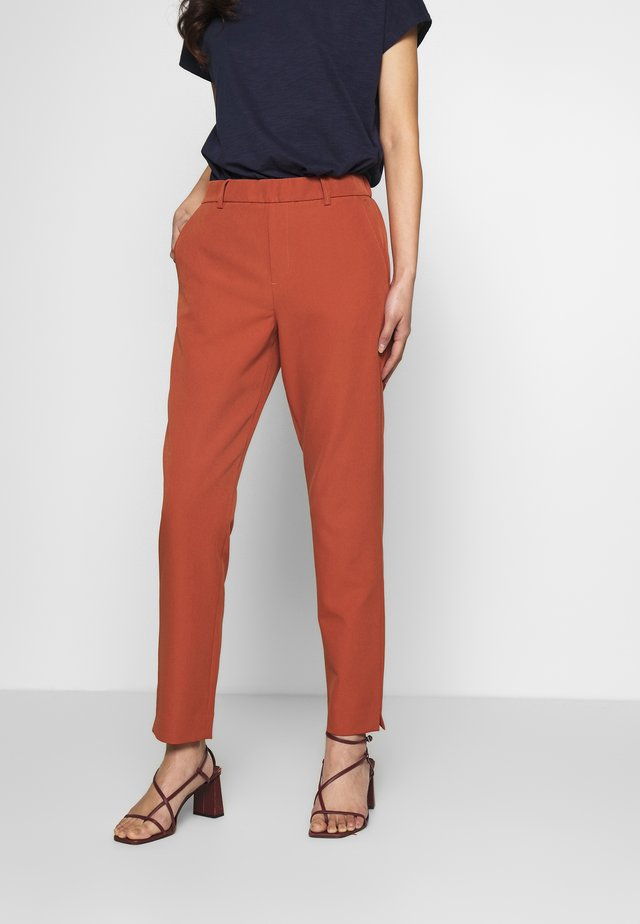 CIGARETTE PANTS - Pantalones - fox orange